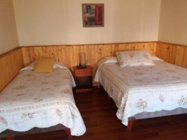 Habitación 1 cama Matrimonial y 1 cama single Baño Privado